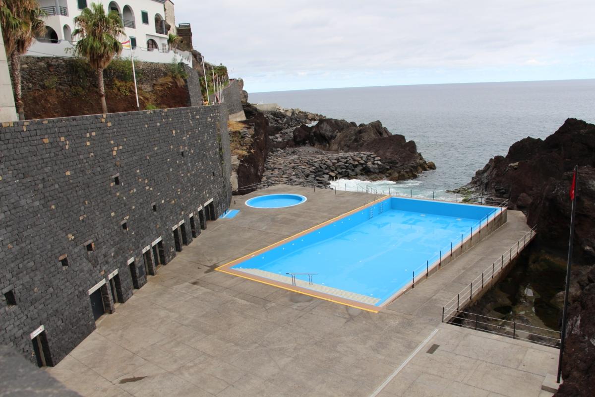 Foco de contamina o n o est nas piscinas funchal for Foco piscina