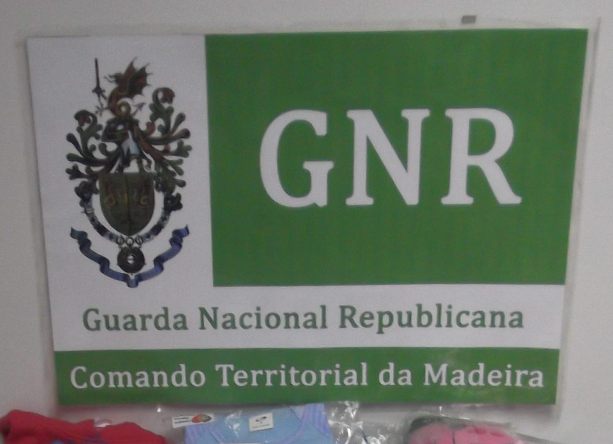 GNR apreende roupa, relógios e calçado contrafeito no valor de 13 mil euros