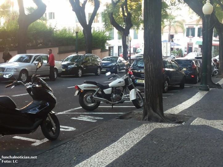 estacionamento motas liceu1