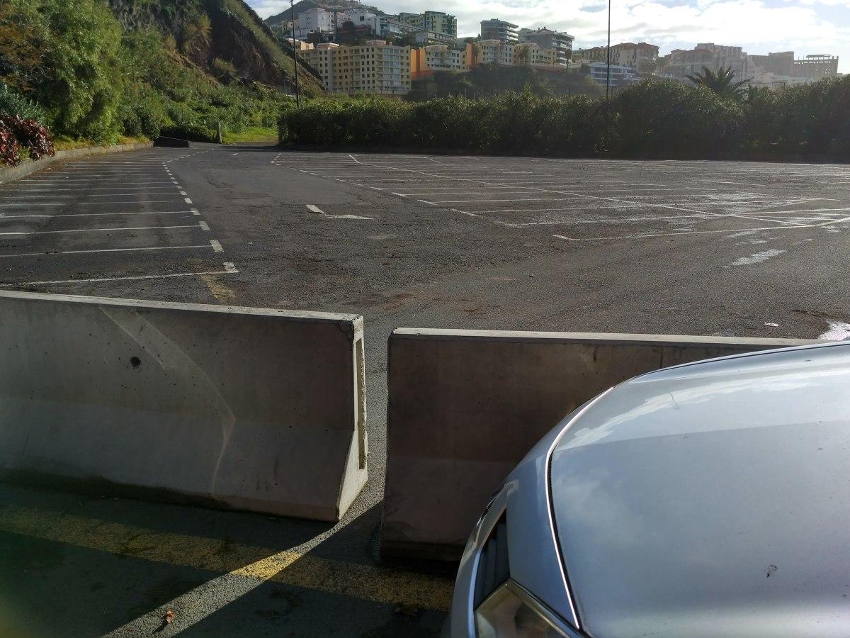 Tribunais rejeitam providência cautelar sobre utilização do estacionamento na Praia Formosa