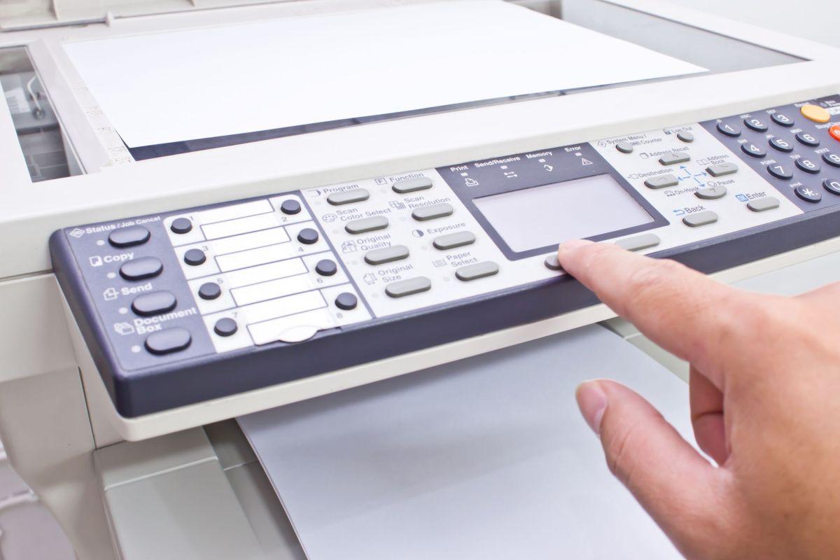 Tribunal de Contas concede visto mas deteta ilegalidades no contrato para aquisição de fotocopiadoras para o Governo Regional