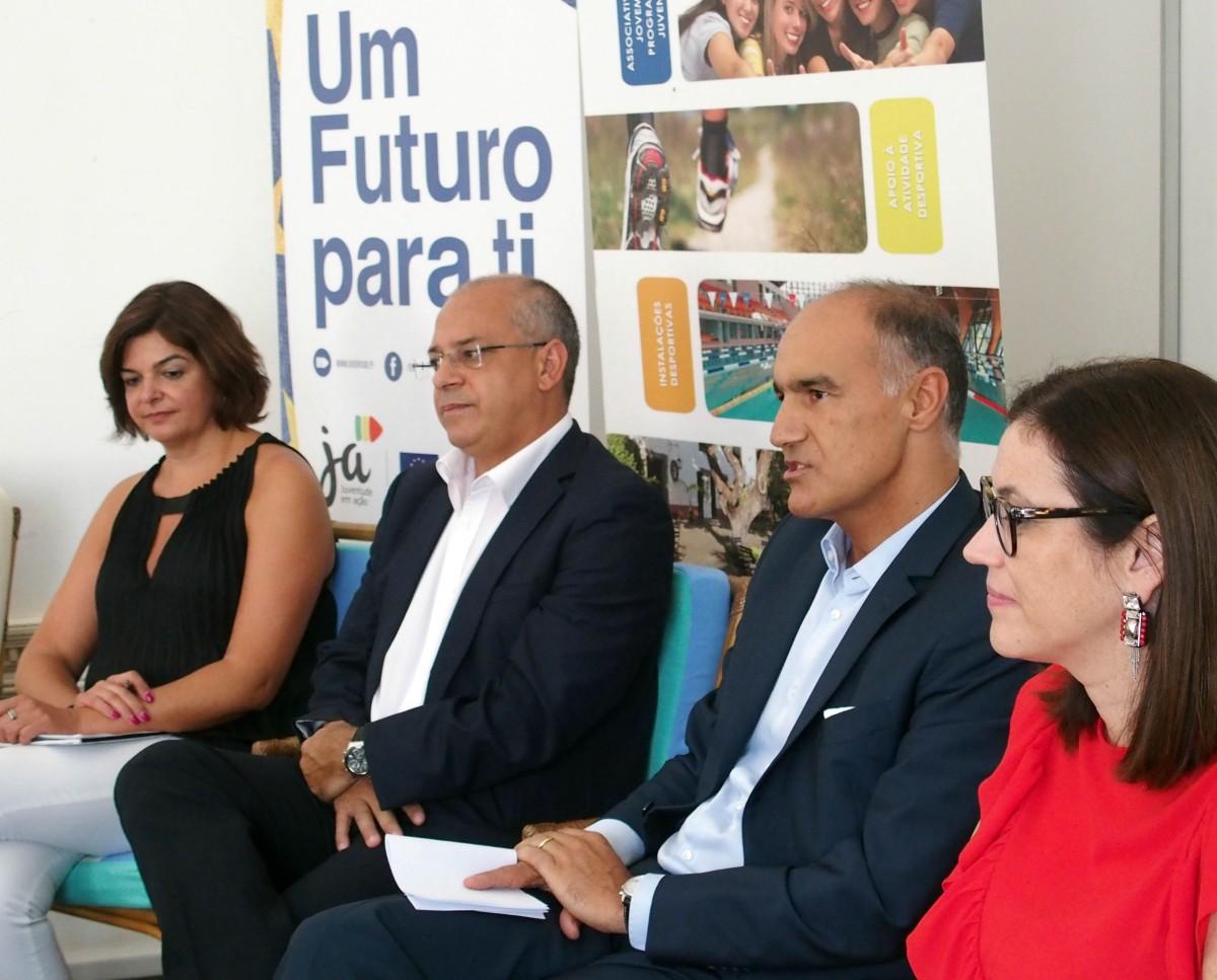 Educação renova comissão de serviços de 6 delegados escolares