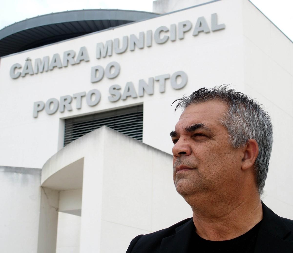 """Castro denuncia """"campanha difamatória"""" e promete para o Porto Santo o """"caminho da verdade"""""""