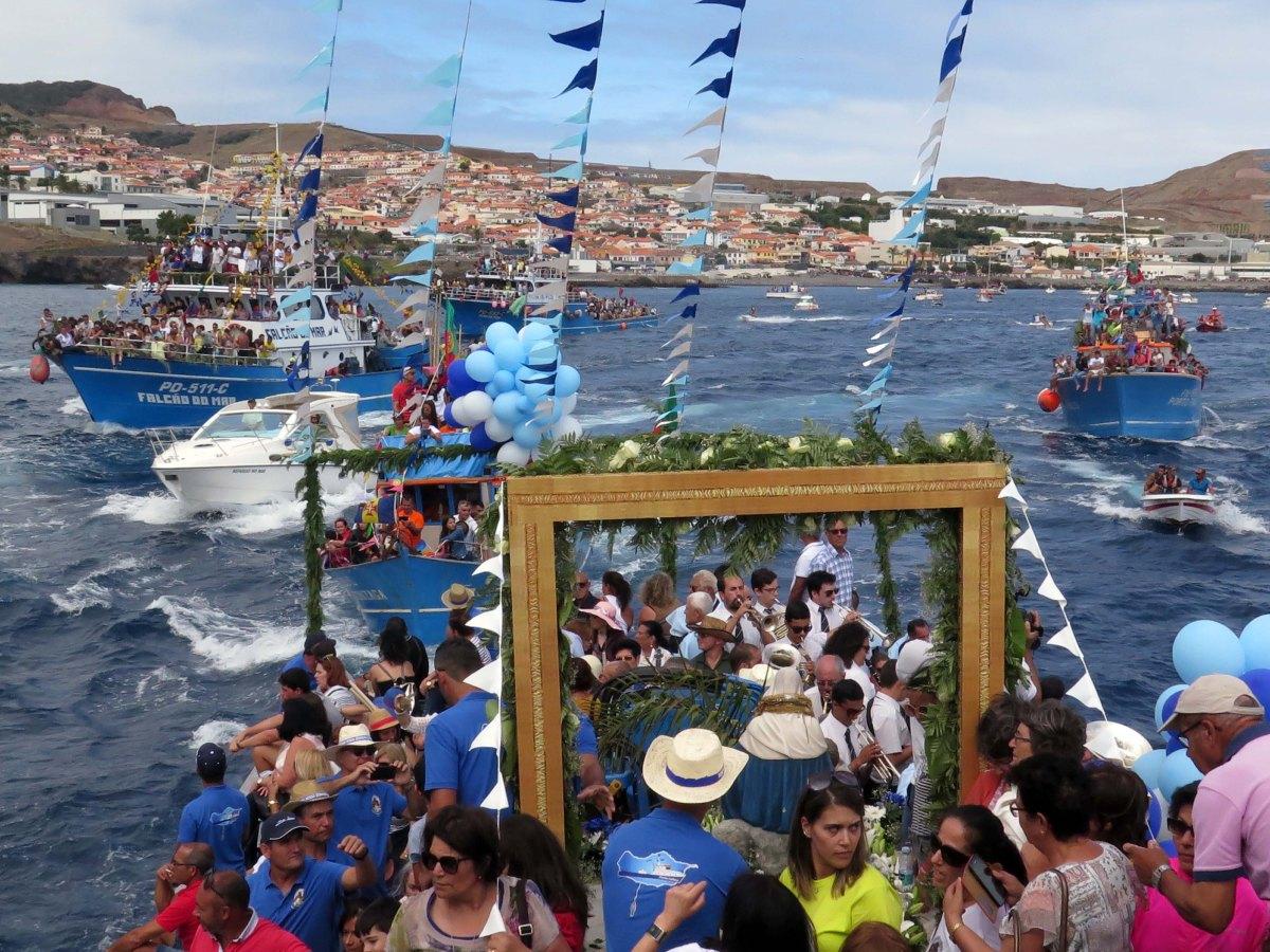 """""""Ponta Calhau"""" foi o barco que teve a honra de transportar N.ª Sr.ª da Piedade"""