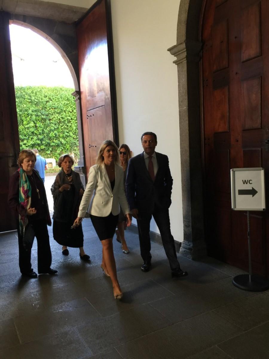 """Staff da Assembleia """"troca"""" Vítor por Pedro Calado no protocolo"""
