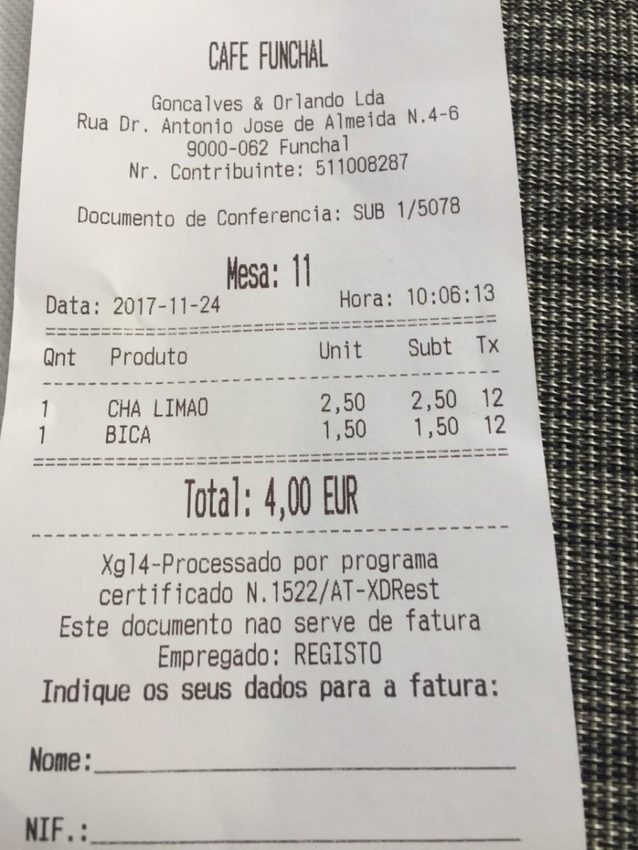 Quer um chá de limão na esplanada? São 2,50 euros no Café Funchal!