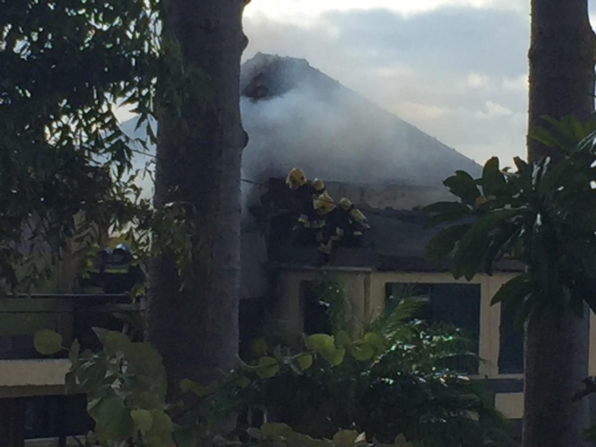 Incêndio numa moradia perto da Vila Guida mobiliza Bombeiros e há uma mulher de 50 anos desaparecida
