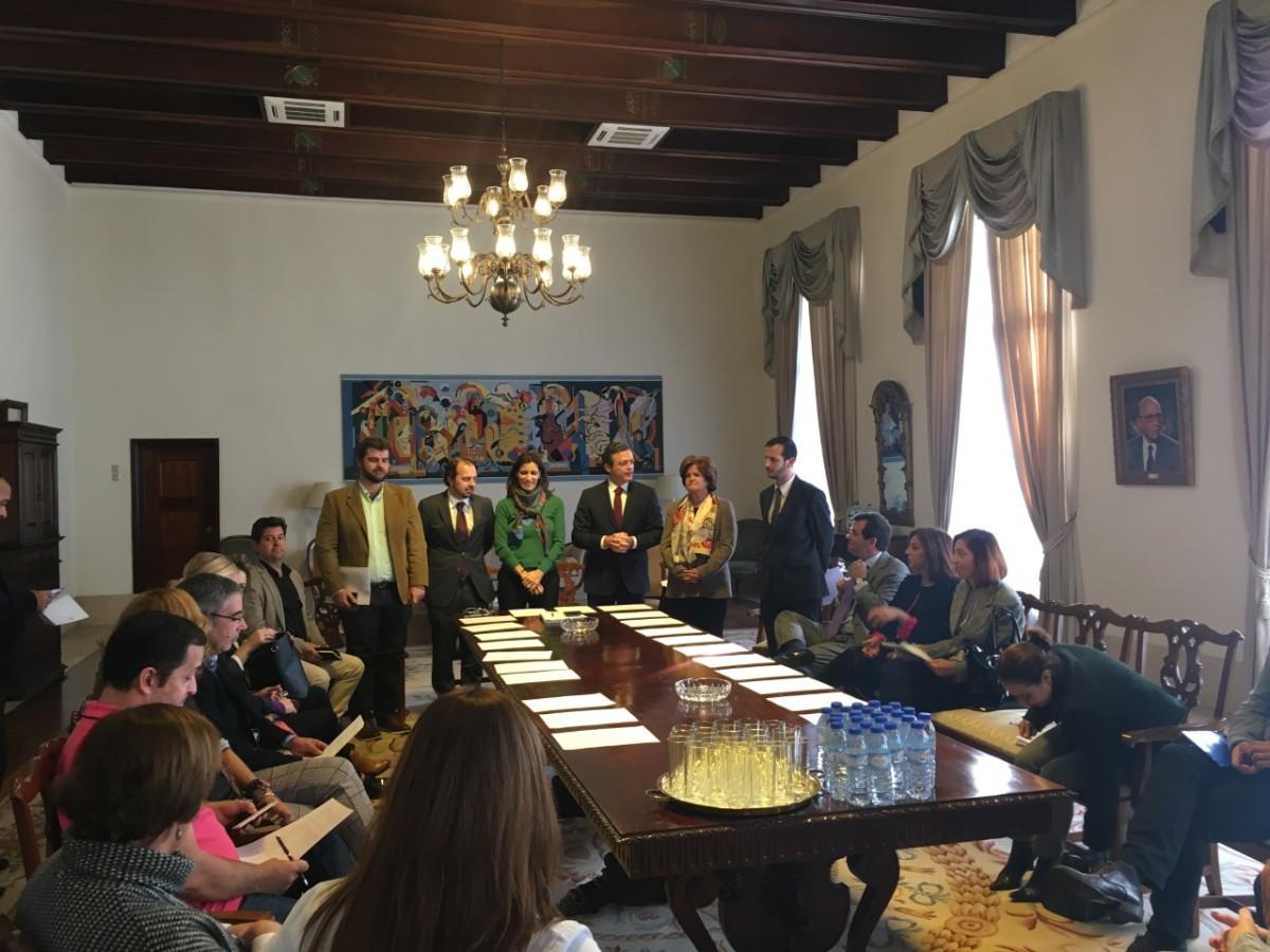Vice-presidência divulga esclarecimentos sobre os voos charters para os estudantes carenciados