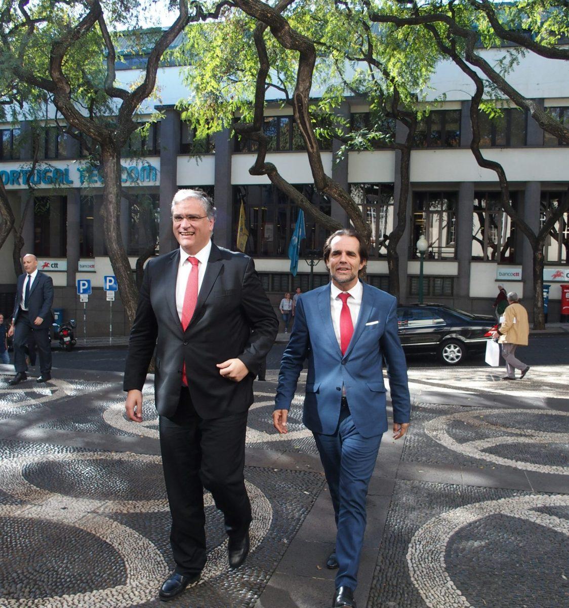 Presidentes e secretários regionais da Madeira e dos Açores estão reunidos neste momento no edifício do Governo