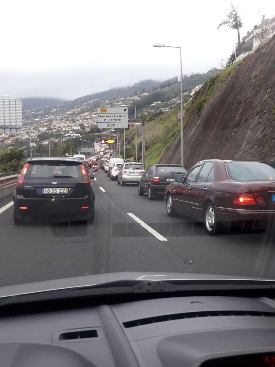 Acidente na via rápida Boa Nova-Funchal condiciona o trânsito