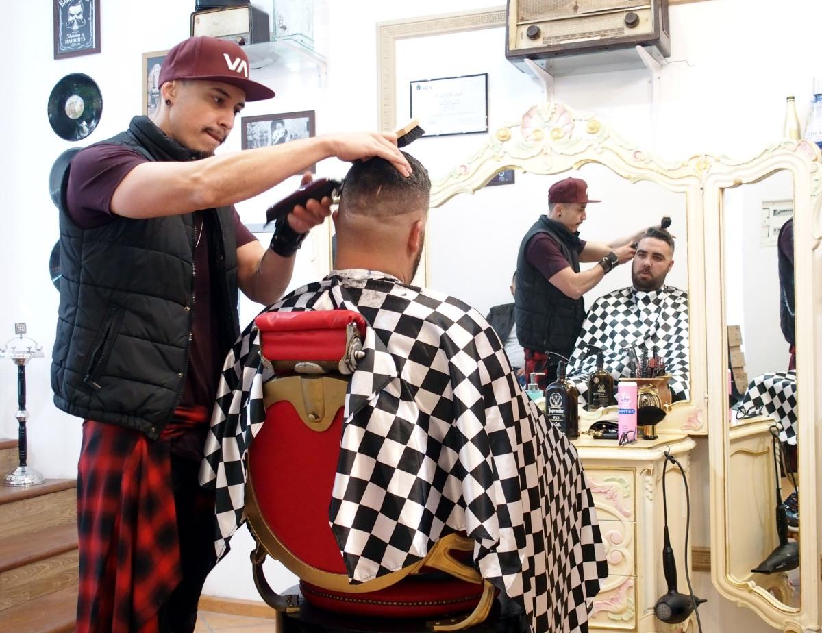 Barbearias: cuidados faciais masculinos regressam à moda e estabelecimentos multiplicam-se