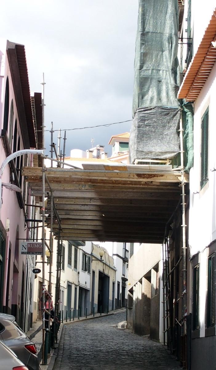 """Uma """"ponte suspensa"""" na Rua da Conceição?"""
