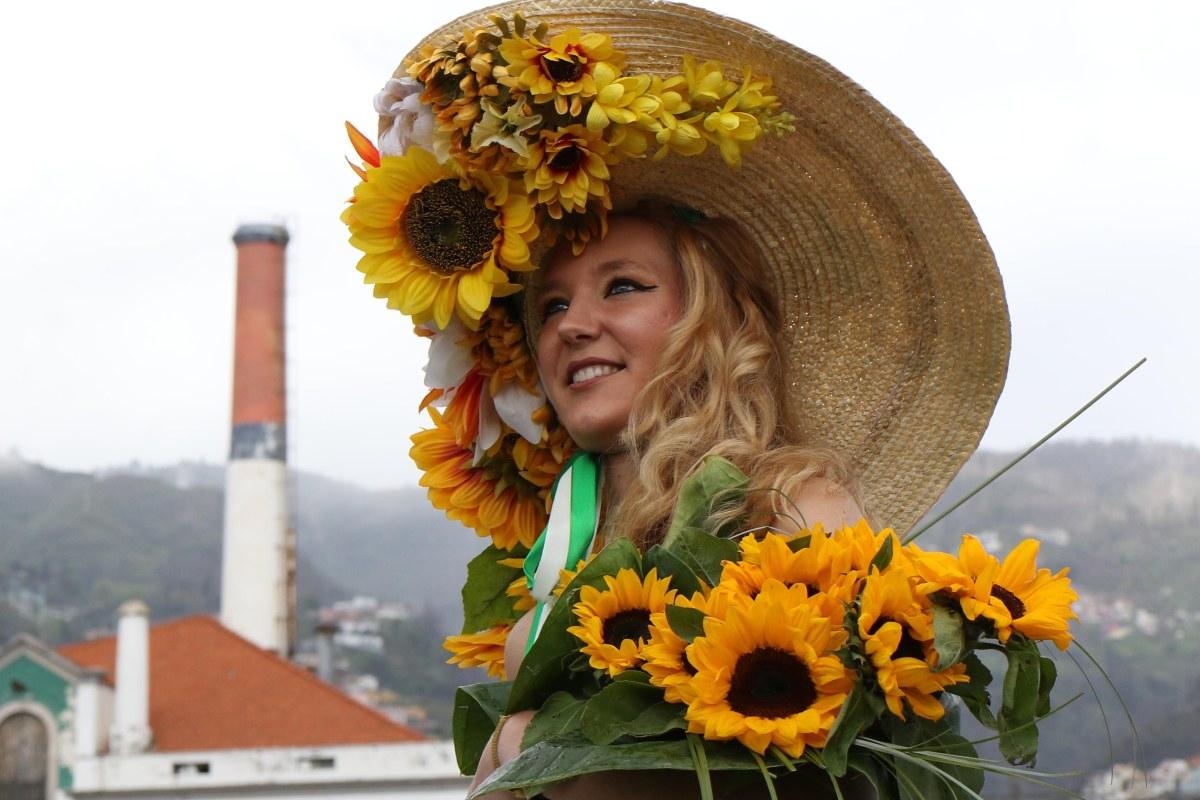 São Pedro ajudou a abrilhantar o cortejo da Festa da Flor