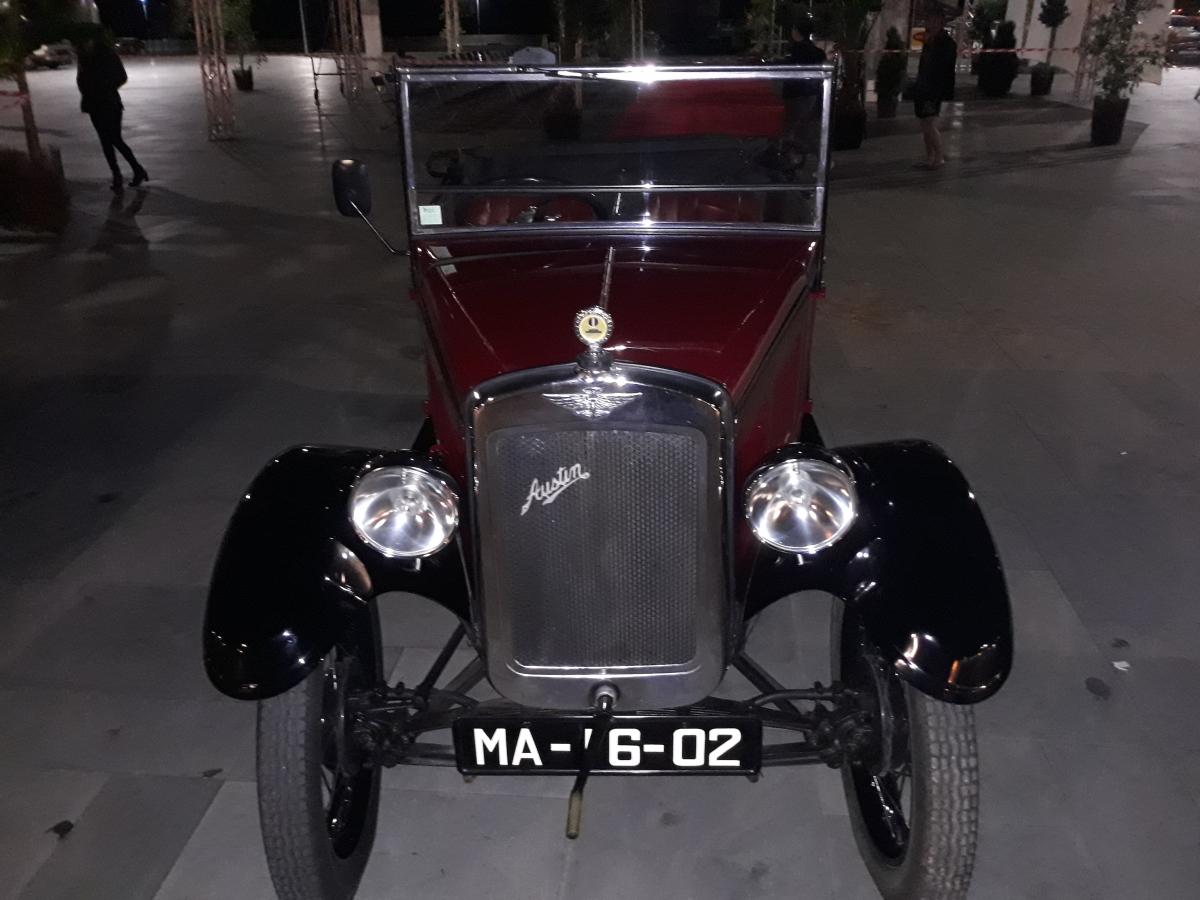 """Palco do """"Madeira Classic Car"""" está a ser preparado na Praça do Povo"""