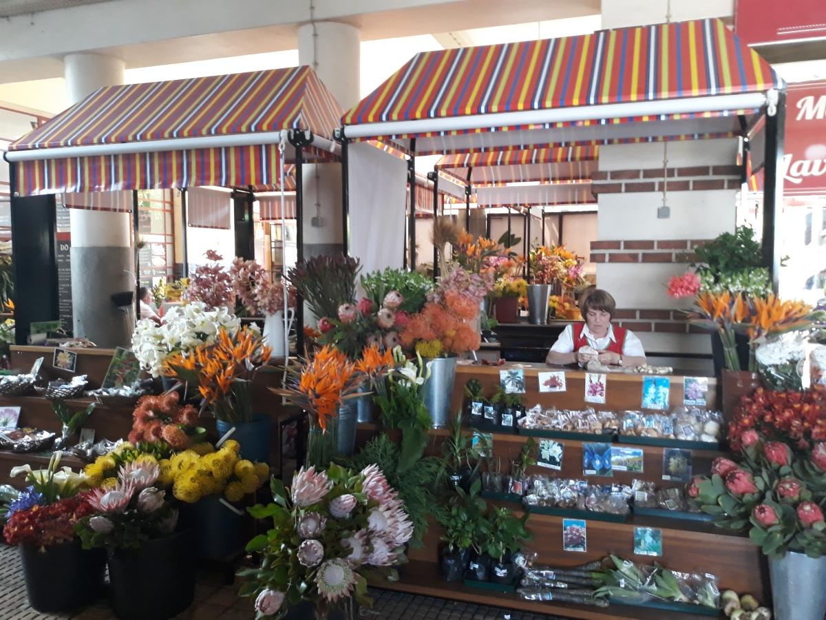 Veja as novas bancas das floristas do Mercado dos Lavradores